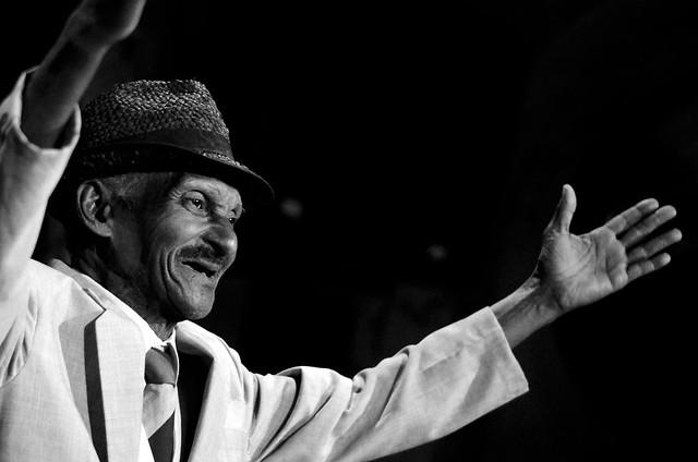 Cantante de 81 años en el Buena Vista Social Club de La Habana
