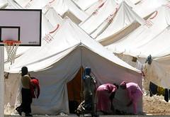 في مخيمات على الجانب السوري من الحدود..