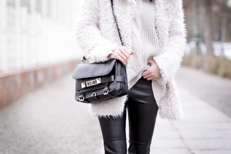 Fluffy coat leather pants H&M Proenza Schouler OOTD outfit styling cats & dogs wie hund und katze blog ricarda schernus hannover berlin blogger fashionblogger germany 3