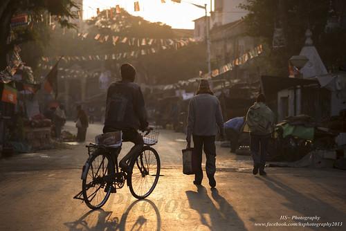 life street light india tourism bicycle sunrise lightsandshadows mood earlymorning streetphotography bazaar kolkata calcutta newspaperseller incredibleindia badabazaar streetsofkolkata lifeinindia lifeonstreets bagbazaar streetlifeinindia