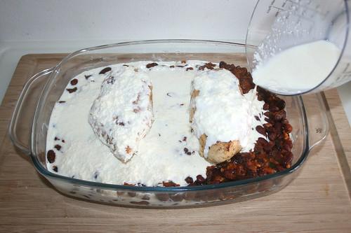 43 - Mit Sahne-Parmesan-Mischung übergießen / Douse with cream parmesan mix