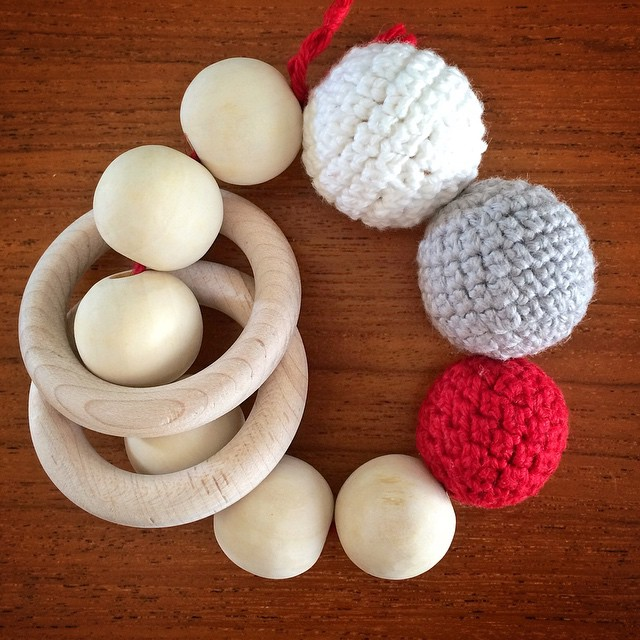 Wood and crochet rattle/teething ring for my niece Eva. #crochet #crochetbead #rattle #teethingring