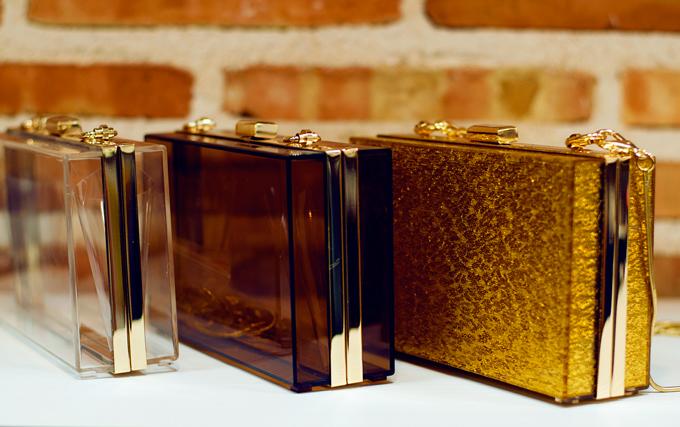clucth-transparente-y-dorado