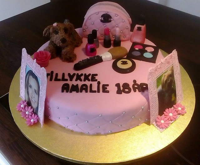 Birthday Cake For A Young Girleverythings Edible By Heidi Lilli Jacobsen