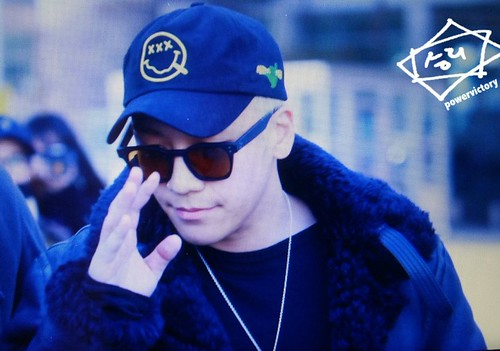 Big Bang - Incheon Airport - 07dec2015 - Power Victory - 03