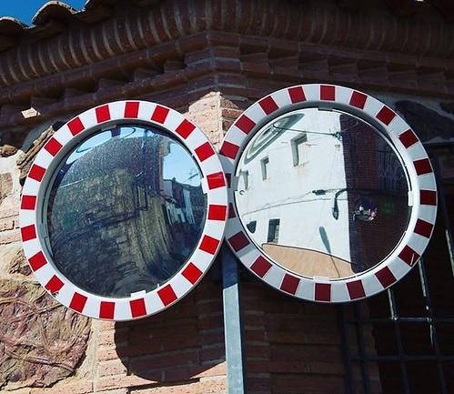 Esas gafas que me miran, que me siguen, me persiguen y hasta me reflejan! #igersciudadreal #castillalamancha #alcoba #espejos