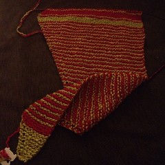 Having fun knitting up my #baktus #shawl. In #christmas colors. #red #green #knit #iloveyarn #colorwork