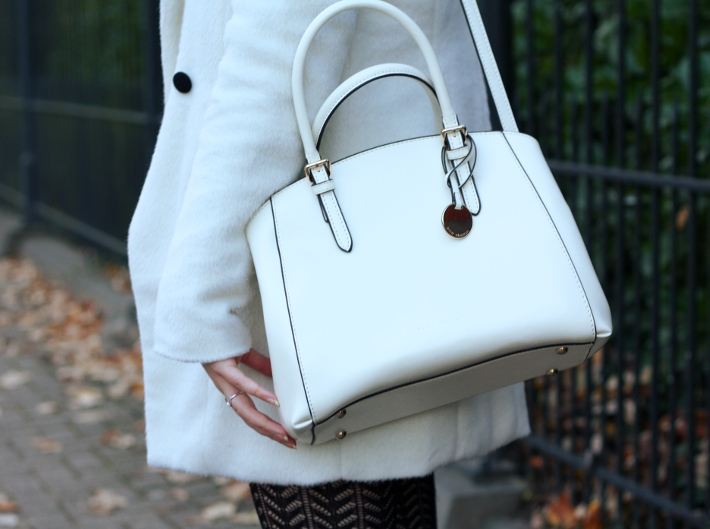 white purse emmy wieleman