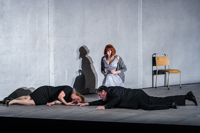 Nina Stemme as Isolde, Sarah Connolly as Brangane and Stephen Gould as Tristan in Tristan und Isolde © ROH. Photograph by Clive Barda, 2014