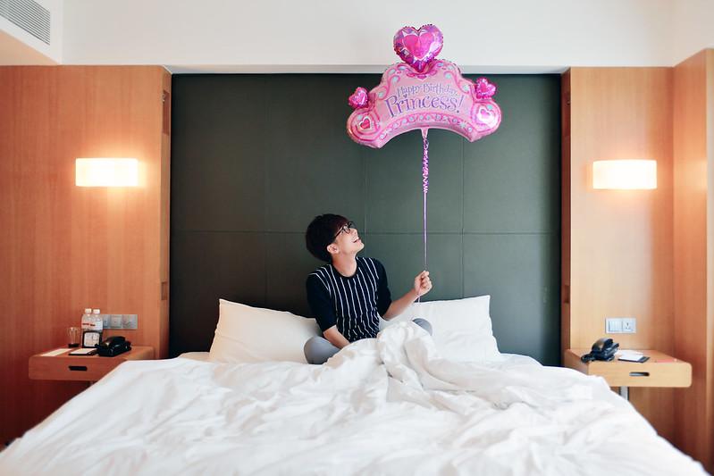 typicalben with princess balloon