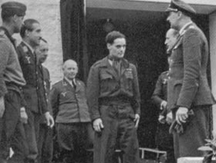 Douglas Bader junto a Adolf Galland