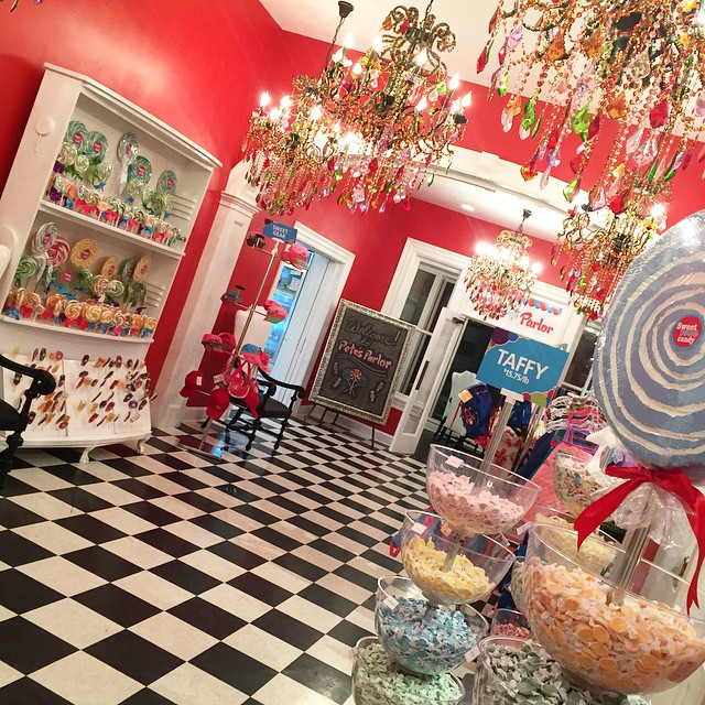 After you've enjoyed the arts @MOCAjax, head over to @SweetPetesCandy. Such an INCREDIBLE candy store!! 🍭🍬🍫 I can't wait to go back and have lunch or dinner at @CandyAppleCafe, inside Sweets Petes.  #dtjax #sweetpetescandy #ca