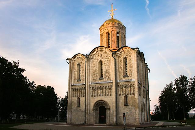 Cathedral of Saint Demetrius before sunset, Vladimir, Russia ウラジーミル、日没前のドミトリエフスキー聖堂