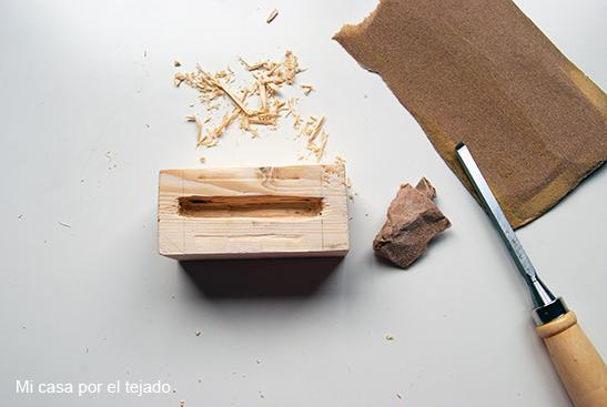 DIY soporte para móvil con taco de madera