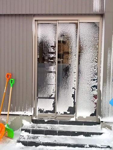 玄関風除室の雪