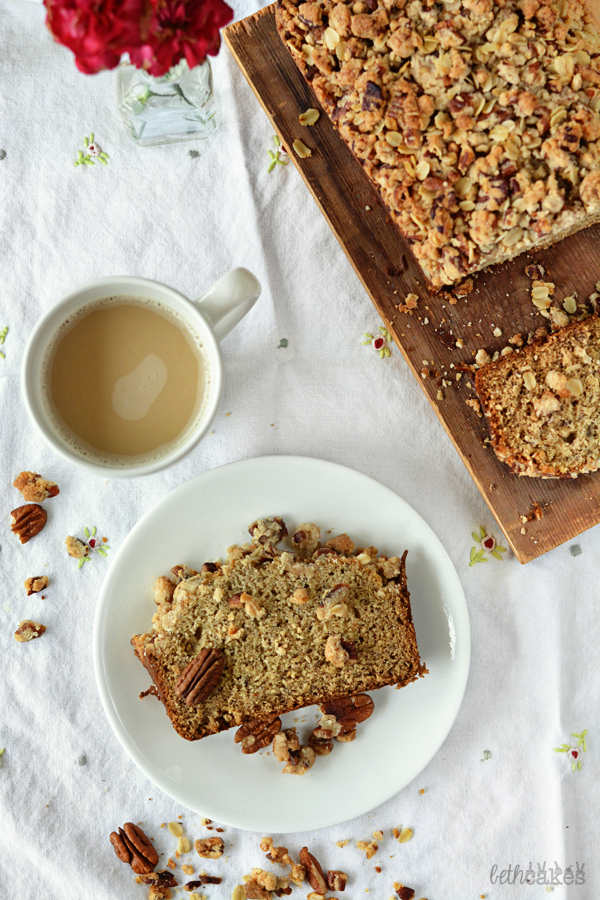 Brown Butter Maple Cinnamon Banana Bread with Pecan Streusel - bethcakes.com