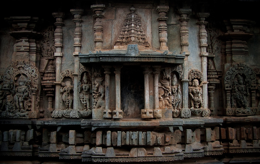 Exterior-of-Hoysaleswara-temple,-Karnataka,-South-India