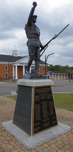 kentucky ky courthouseextras wwimonuments worldwarimemorials statues emviquesney viquesneydoughboy spiritoftheamericandoughboy russellcounty jamestown