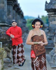 :couplekiss: Javanese outdoor prewedding photoshoot concept for @hashyatalitha & @ejebak at Candi Plaosan Temple Jawa Tengah. Foto prewedding by @poetrafoto, http://prewedding.poetrafoto.com  Follow IG: @poetrafoto for more pre+wedding photos update. Than