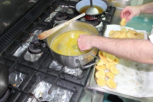 AionSur 15662383390_69730b24ee_d Patatas a la importancia por Luis Portillo Cultura  Patatas a la importancia Foto Arahal Información