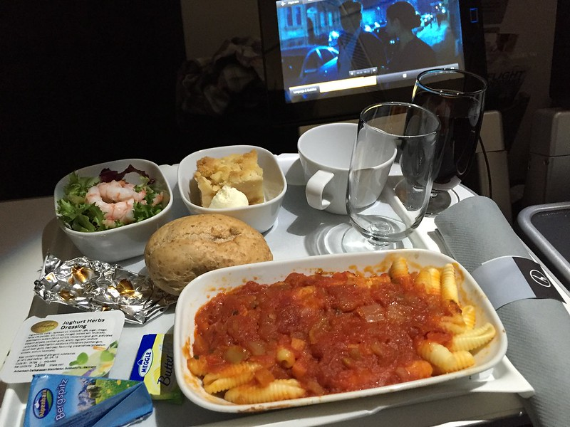 Image Gallery lufthansa 380 meal