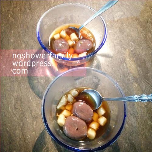 black glutinous rice balls(Tangyuan)+Taro Balls(Yu Yuen) with sweet oliver soup