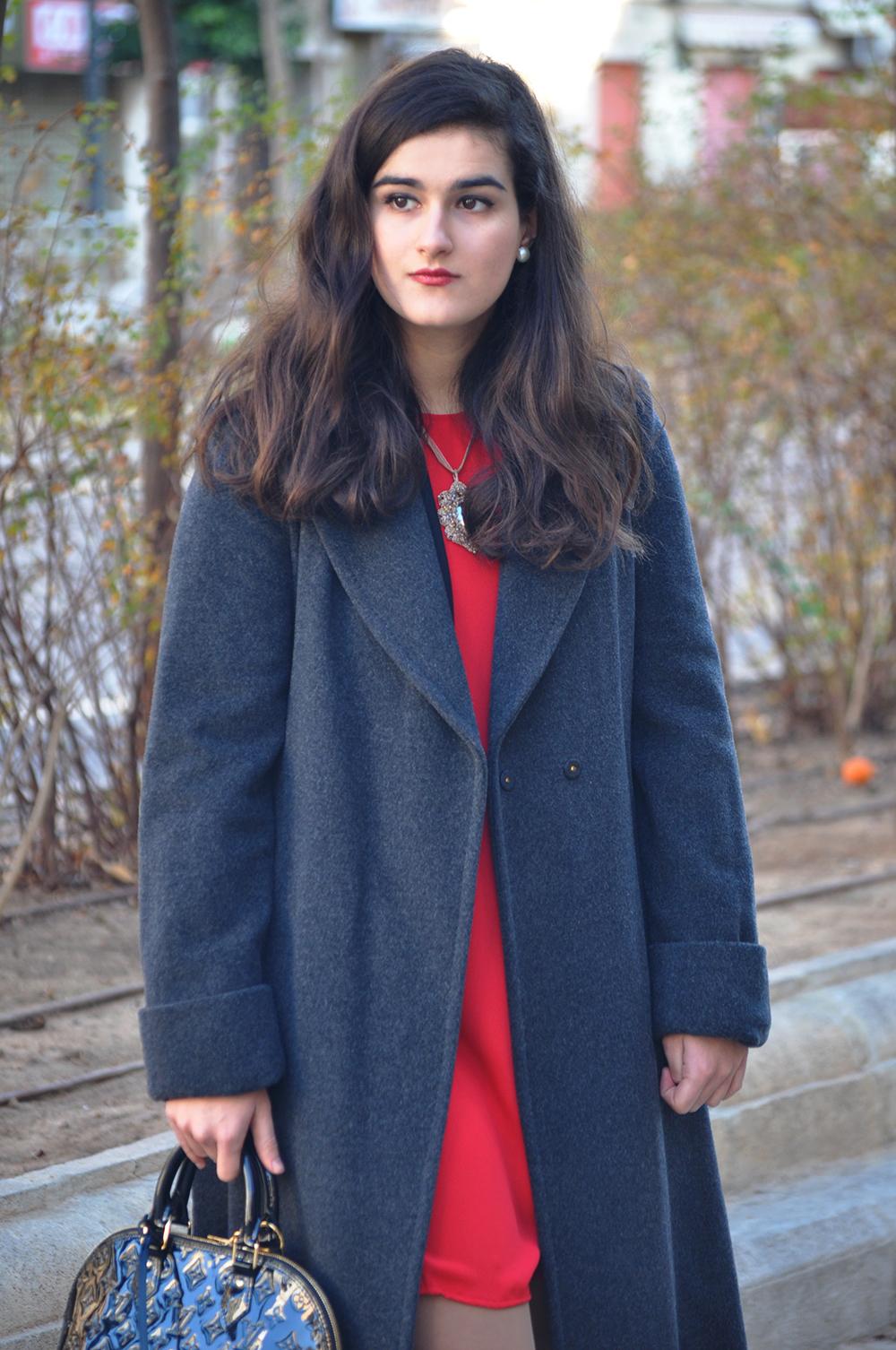 something fashion blogger valencia spain, amanda r. red hm blazer new year's eve louis vuitton bag alma vernis black fblogger, emporio armani shoes wrap coat streetstyle 2015
