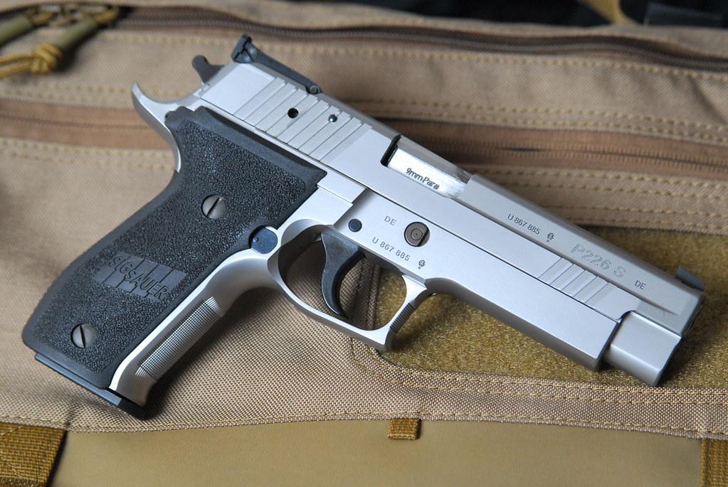 Sig Sauer 226/229 vs Glock 17/19 - 24hourcampfire