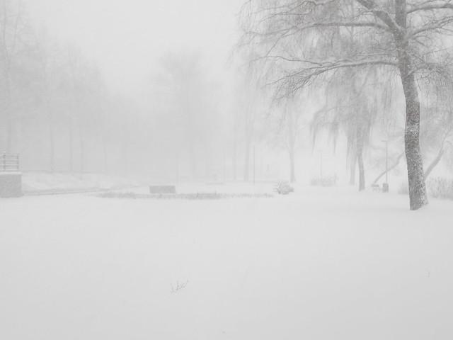 Äärimmäisen sakea lumipyry Hämeenlinnassa B 24.12.2014