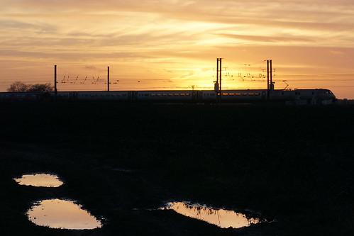 sunset reflection train evening bedfordshire railway eveninglight eastcoastmainline mainline ecml class91 eastbedfordshire