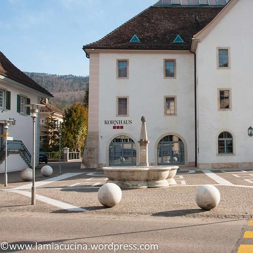CH-4710 Balsthal: Platz vor dem Kornhaus