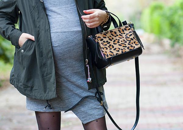 בלוג אופנה ישראלי, leopard pony hair bag, utility jacket, parka, gray dress, fashionpea ,שמלה אפורה, בגדי הריון ,תיק מנומר, ג'קט צבאי, ג'קט פארקה