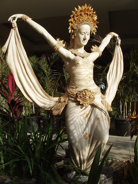 200907140257_Bali-Mystique-garden-statue
