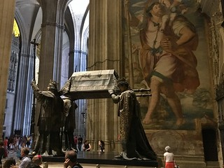 Cathedral of Seville 의 이미지. seville spain cathedral tomb christophercolumbus genocide