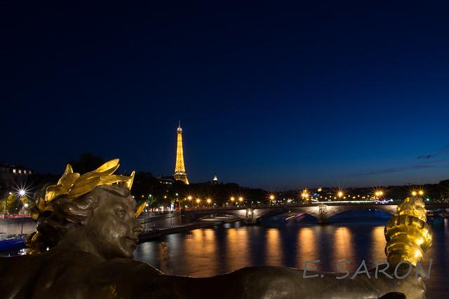Paris Tour Eiffel depuis le pont Alexandre III