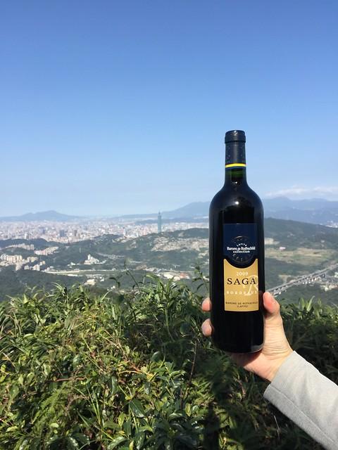 2015年第一爬,帶頭大哥贈紅酒一瓶