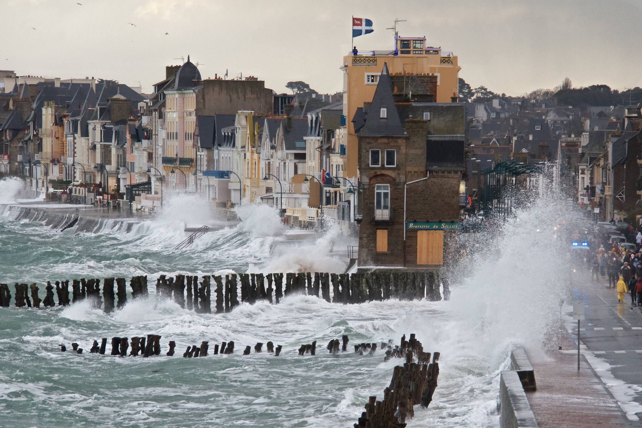 Saint-Malo France  city photos gallery : Rough sea at St. Malo, France » Imgday.com