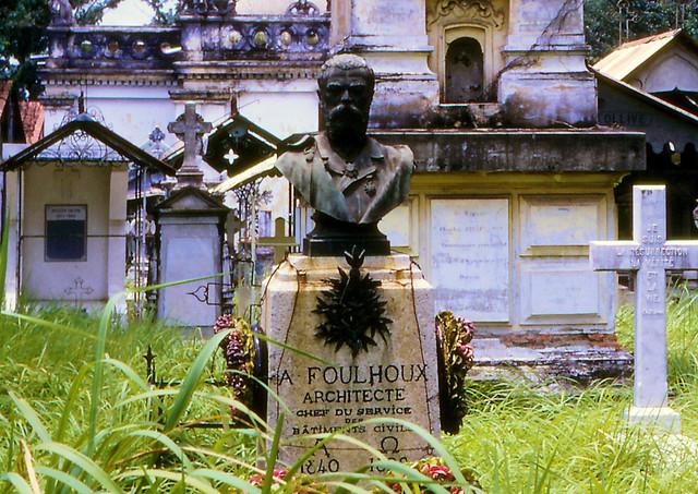 Mộ của Kiến trúc sư Marie-Alfred Foulhoux (1840-1892), GĐ Sở  công trình dân sự