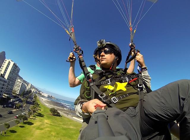 Sele haciendo paragliding en Cape Town (Sudáfrica)