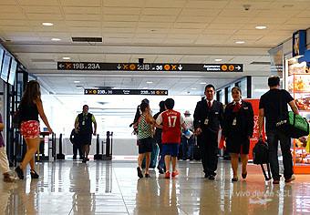 SCL pasillo embarque nacional (RD)