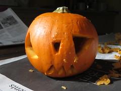 holiday(0.0), carving(1.0), art(1.0), pumpkin(1.0), halloween(1.0), calabaza(1.0), produce(1.0), winter squash(1.0), jack-o'-lantern(1.0), cucurbita(1.0),