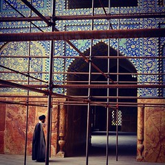 A mullah, cleric educated in Islamic theology and sacred law, supervising the renovation of local mosque in Esfahan.  #iran #instairan #picoftheday #iranian #persian #persia #irani #irangram #iranianman #instagram #instamania #instaphoto #stunning_shots #