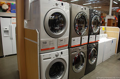 laundry room(0.0), dry cleaning(0.0), machine(1.0), room(1.0), clothes dryer(1.0), washing machine(1.0), laundry(1.0),