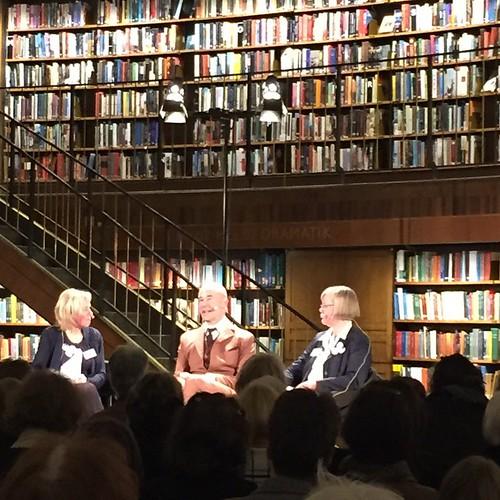 Mark Levengood och Marianne och Lotta från Sällskapet för Ester Ringnér-Lundgren samtalar om Lotta-böckerna