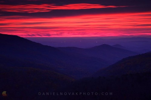 pink wild sky mountains nature colors night sunrise landscape dawn lights virginia nationalpark day view unitedstates photograph va valley transition shenandoah viewpoint daybreak distant skylinedrive freeunion humanpresence