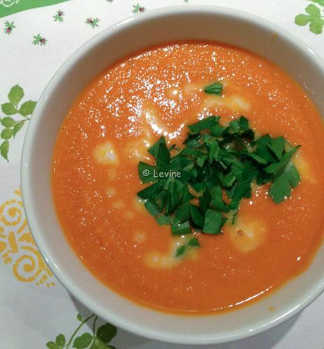 Tomatenwortelpindasoep