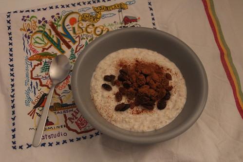 Porridge aux raisins secs et à la cannelle