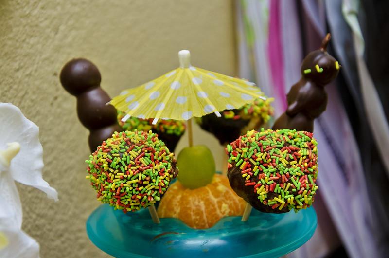Weintraubenspieße und Cakepops mit Schokomantel