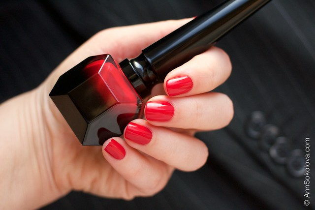03 Christian Louboutin   Rouge Louboutin Vernis swatches