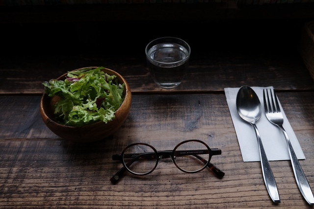Szemüveg, saláta